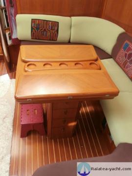Sun Odyssey 49 table